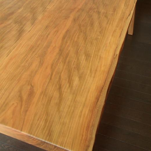 ヤマザクラ材のテーブル