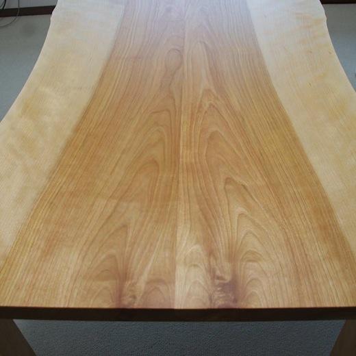 カバ材の耳つきテーブル