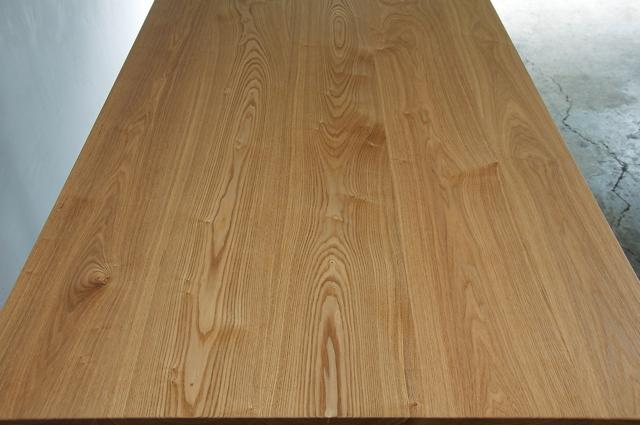 タモ材の天板