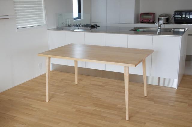 メープルのテーブル
