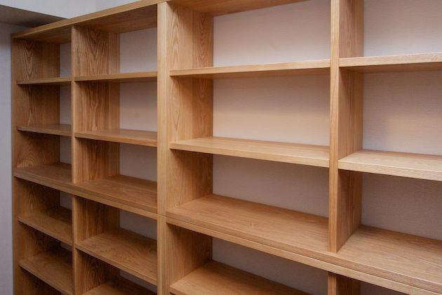 納品事例:タモ材本棚