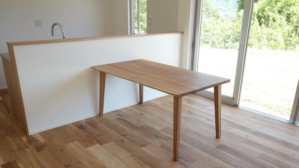 クルミ材テーブル