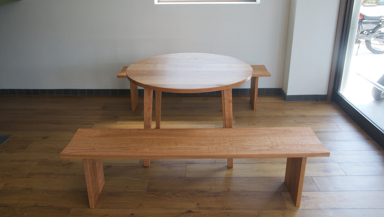 納品事例:チェリー材丸テーブル