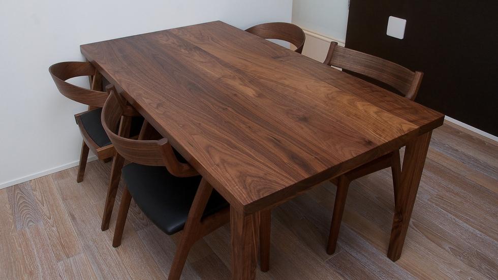 納品事例:無垢ウォールナット材テーブル&チェア