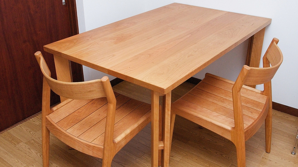納品事例:チェリー材テーブル&ENNチェア