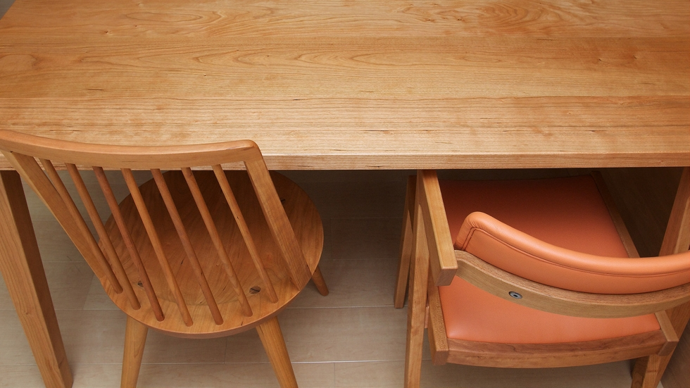 納品事例:無垢チェリー材テーブル&GENチェア&boチェア
