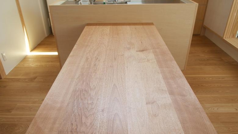 納品事例:クルミ材ダイニングテーブル