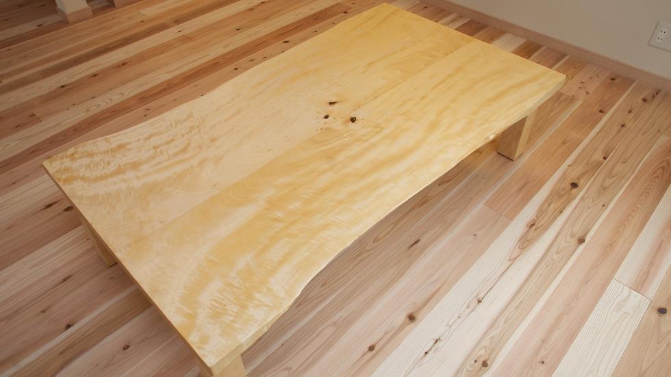 納品事例:無垢トチ材耳つきローテーブル